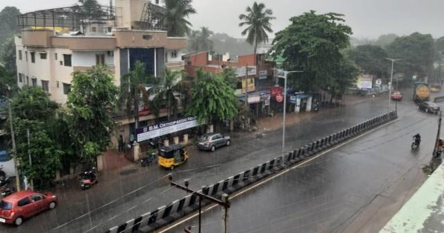 EnMalayalam_Heavy Rain1-lm70xjNUFI.jpg